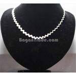 Silver Necklace with Simple and Smart Design