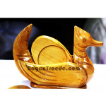Small wooden base plate set with Brahminy duck Des