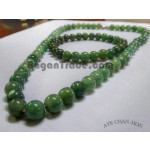 Natural green A jade bead necklace with bracelet